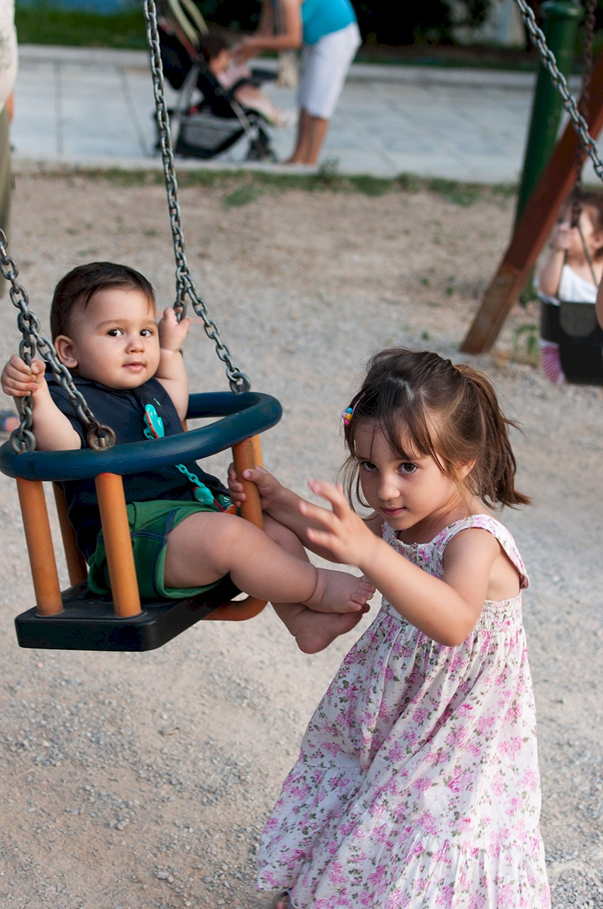 Girl pushing boy on swing. Image source: https://www.flickr.com/photos/kokotron/5880634416